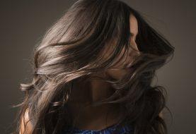 Wie man glühende Haut und glänzendes Haar diesen Winter bekommt, laut Beauty Pros