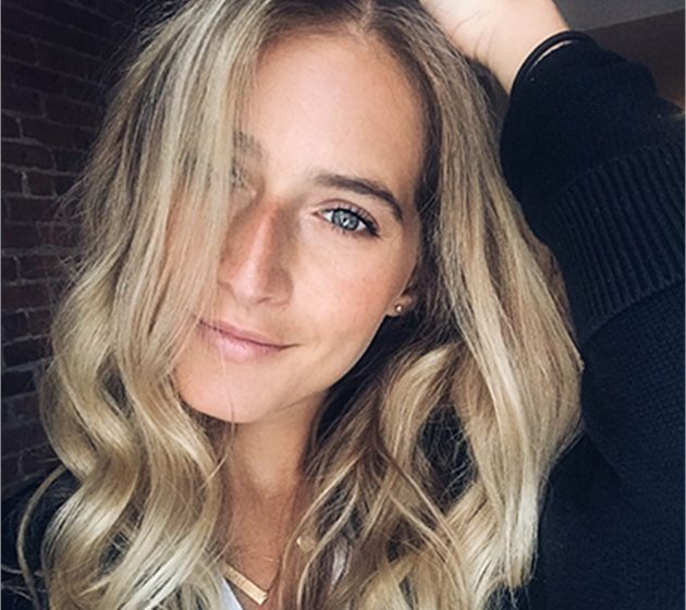 HOW-TO: Salty Beach Blonde Balayage für längeres Haar