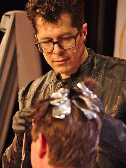Teilen Sie Hollywood-Haarfarbe-Geheimnisse in der Karg Unplugged Show