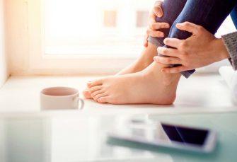 7 Fuß- und Zehennagelpilzbehandlungen, die Sie zu Hause durchführen können