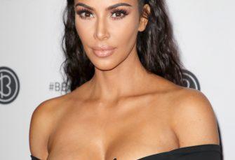 Auf der Beautycon offenbart Kim Kardashian, dass die neuen KKW Beauty-Produkte sehr bald zurückgehen