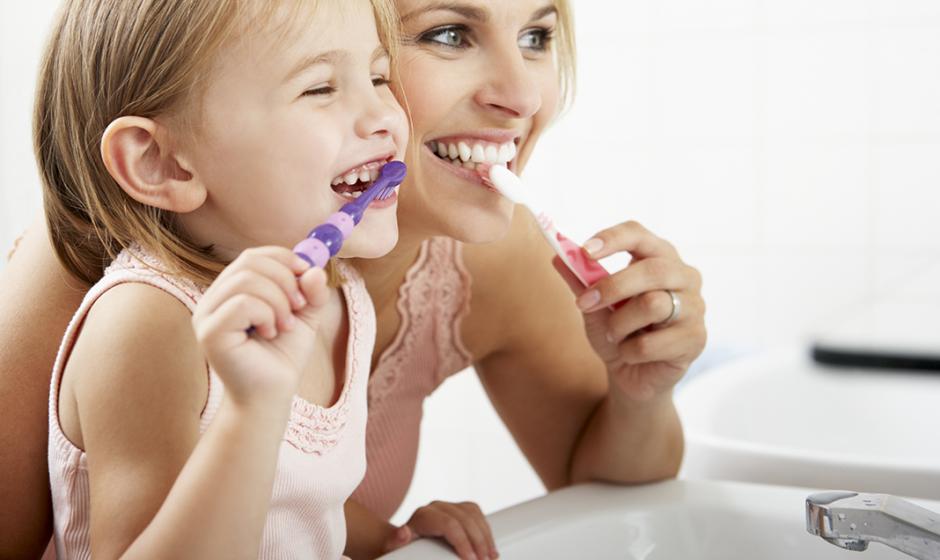 10 Möglichkeiten, Kinder dazu zu bringen, ihre Zähne zu putzen und Spaß dabei zu haben