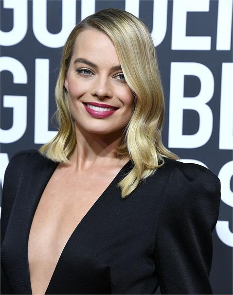 Redken Celebrity Colorist Tracey Cunningham ist die Hauptdarstellerin von Margot Robbies Maßblondine, die hier in den Golden Globes gezeigt wird.
