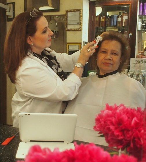 So führen Sie eine Haarausfall-Konsultation mit Sorgfalt durch