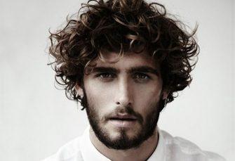 Die trendigen lockigen & welligen Frisuren für Männer werden Sie auffallen