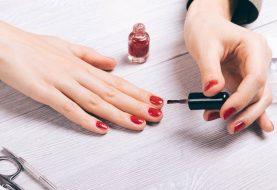 Der gruselige Nagellack wirkt 10 Stunden nach dem Auftragen auf Ihren Körper