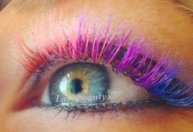 Die Leute verfliegen sich über diesen wunderschönen Regenbogen-Wimpern