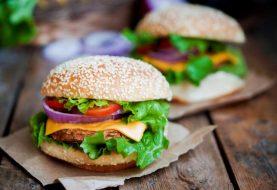 Lebensmittel, die Akne verursachen - und einige Lebensmittel, die helfen, es zu bekämpfen