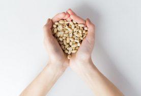 Eine Anleitung zum Essen von Nüssen, wenn Sie Akne haben