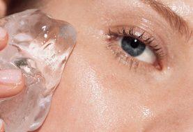 Die geniale Empfehlung dieses Bloggers, Eis als Grundierung zu verwenden, gibt Ihnen das glatteste Makeup-Finish Ihres Lebens