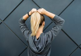 12 tägliche Gewohnheiten, die Ihre Haare und Nägel zerstören